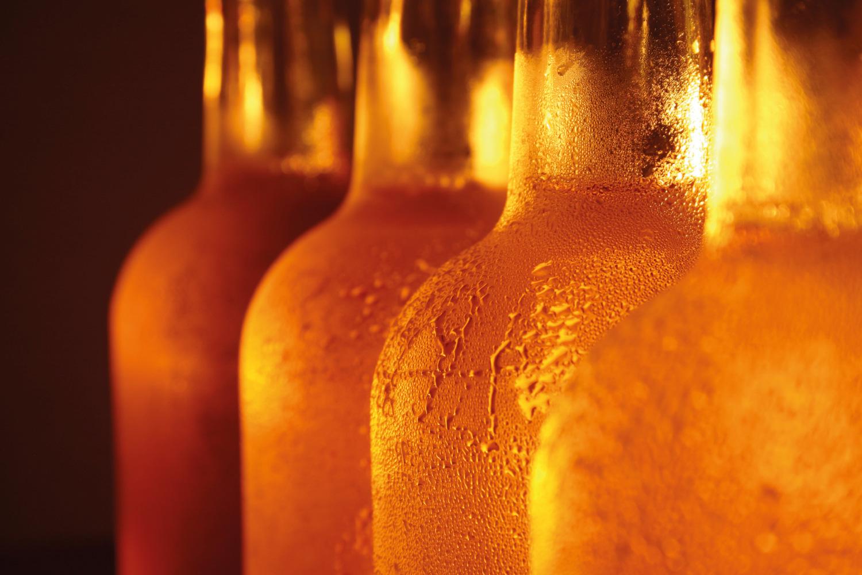 Botellas de cerveza clara RIOS, cerveza artesanal